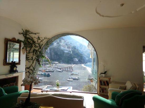 Covo Dei Saraceni: sitting  room,off of lobby