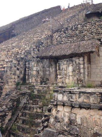 Mayans' Explorers: Ek Balam pyramid