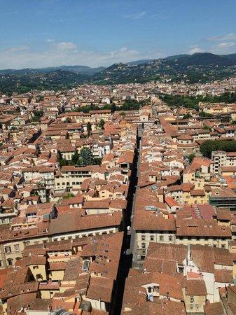 Duomo - Cattedrale di Santa Maria del Fiore: 井然有序的街道