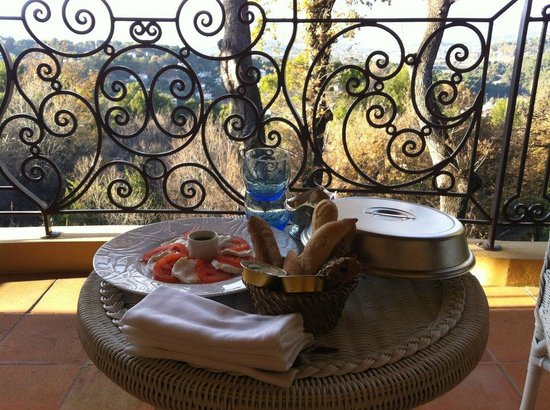 Le Mas Candille : room service lunch
