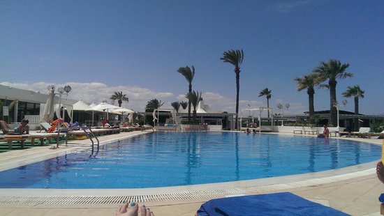 SunConnect One Resort Monastir: Pool by the beach