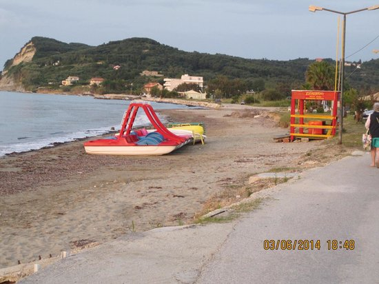 Stema: beach at end of the road