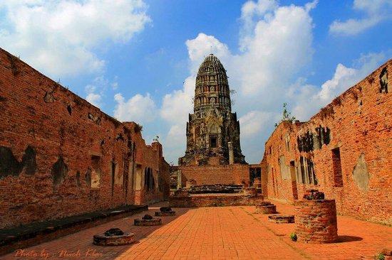 Temple of the Royal Restoration (Wat Ratchaburana) : Wat ratchburana