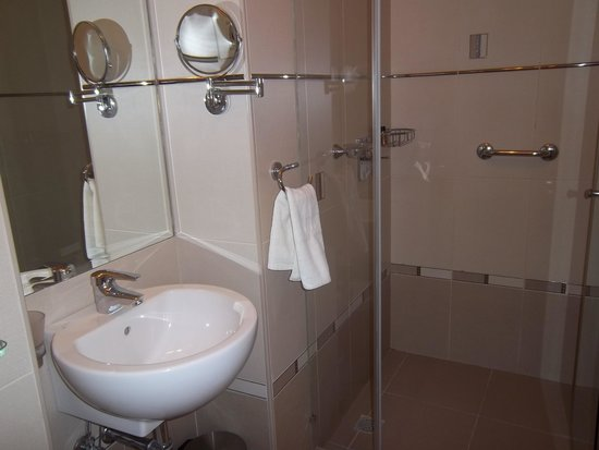 Zephyrus Boutique Accommodation : Modern bathroom