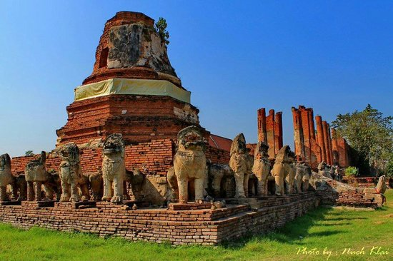 Wat Thammikarat : Lunka style Chedi with Lion cover