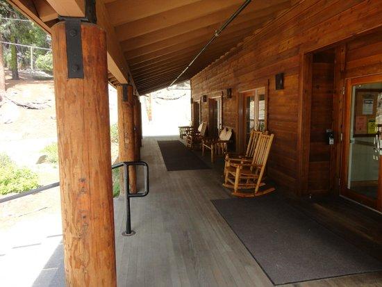John Muir Lodge : Porch area