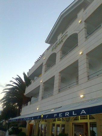 Hotel Perla: отель)