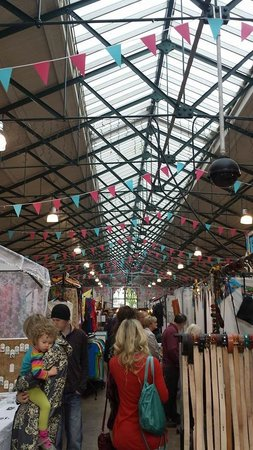 St. George's Market: Busy market day!