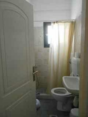 Delmar Apartments & Suites: One bedroom apartment bathroom