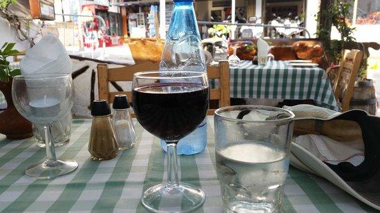 Stamna: Red wine, mmmmm