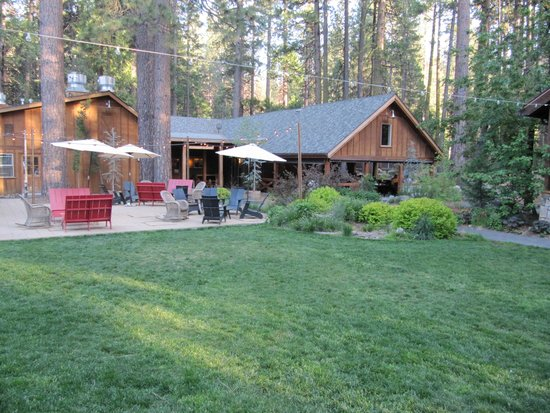 Evergreen Lodge at Yosemite: Outdoor dining area