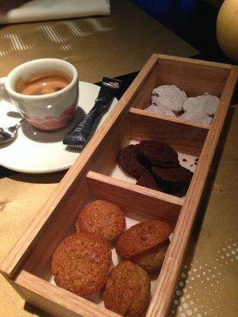 Restaurante Ni Neu : Coffee and petits fours