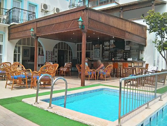 Irme Hotel: Hotel bar/entrance/pool area