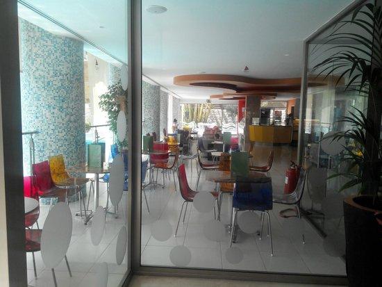 Atlantica Gardens Hotel: Кафе