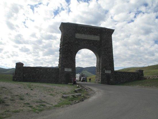 Cowboy Lodge and Grill: Porte d 'entrée et de sortie de Gardiner