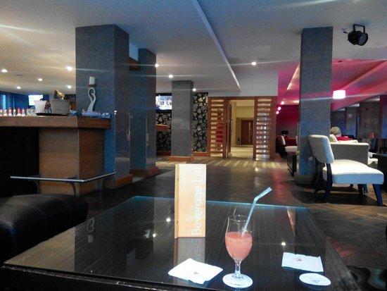 Atlantica Gardens Hotel: Бар