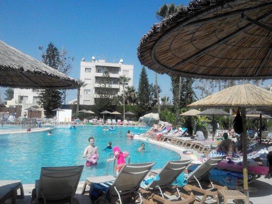 Atlantica Gardens Hotel: Большой басейн