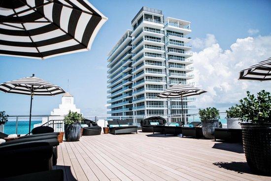 Hotel Croydon Rooftop Sundeck