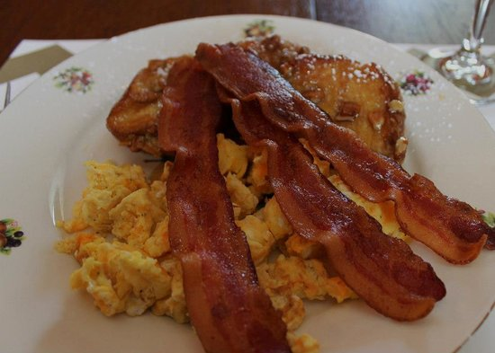 Sweet Gum Bottom Bed and Breakfast: Our delicious breakfast! ♥
