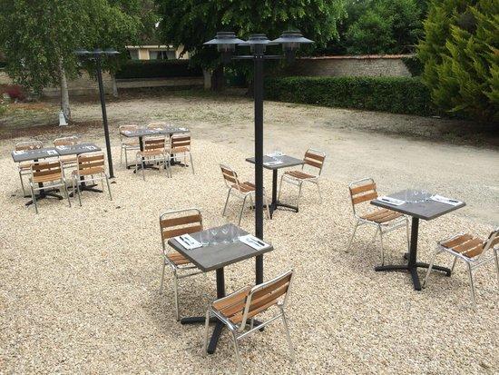 Terrasse Picture Of Au Fil Du Zinc Chablis Tripadvisor