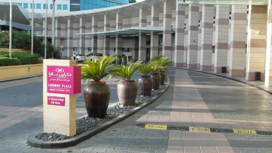 Crowne Plaza Dubai Festival City: Driveway