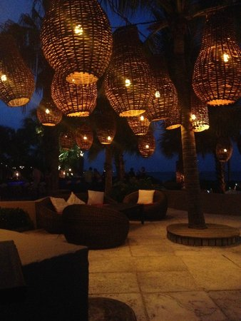 Infiniti Restaurant & Raw Bar : Night time on the patio