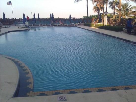 Hilton Singer Island Oceanfront/Palm Beaches Resort : pool area