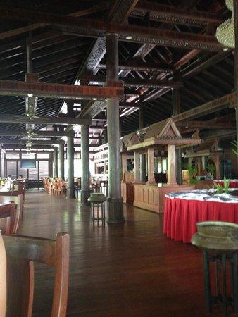 Sokhalay Angkor Resort & Spa: Green Room Restaurant at the pool