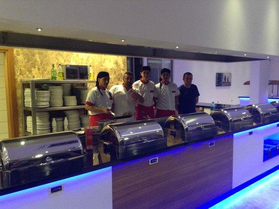 Jasmin Beach Hotel: Jasmin Chefs in their brand new open plan kitchen