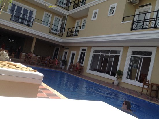 The Mad Monkey Hostel Kampot : Refreshing clean pool