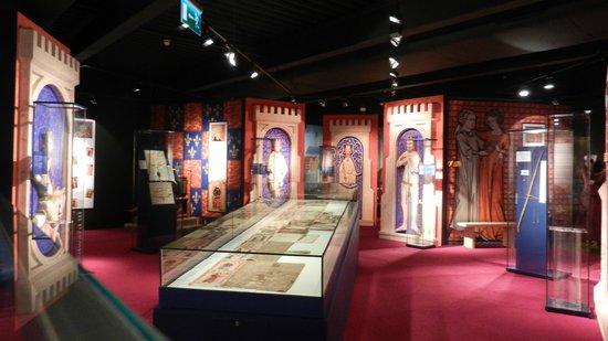 Waterford Treasures Medieval Museum: Exhibit room