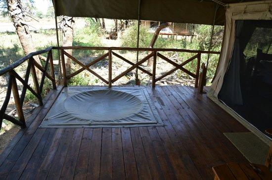 Elephant Bedroom Camp: Mini piscina para refrescarte las piernas en la habitación