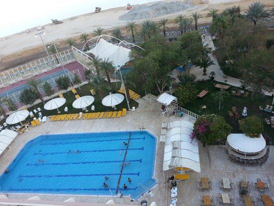 Lot Spa Hotel: вид на бассейн с крыши-солярия
