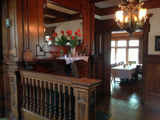 Cartier Mansion Bed & Breakfast: Entry / Dining room