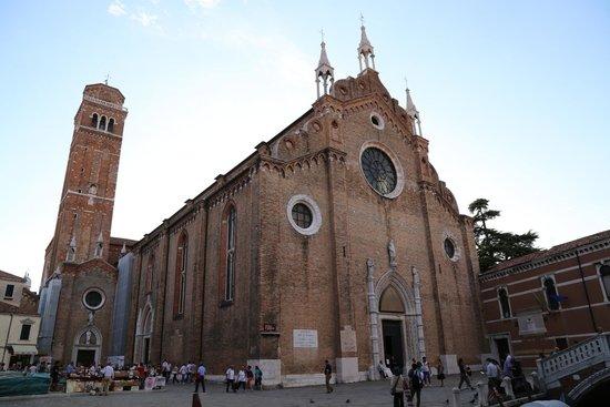 Basilica Santa Maria Gloriosa dei Frari: exterior