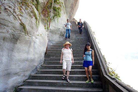 Shi Bao Zhai: Stairs down the Pagoda