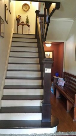 Mayor Lord's House Bed & Breakfast: Staircase