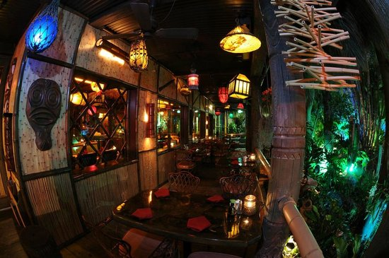 Mai-Kai Restaurant & Lounge: Have a romantic dinner in our outside dining area Lanai