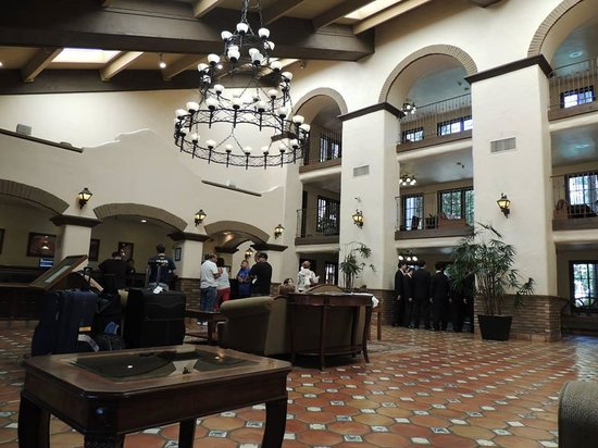 Radisson Suites Hotel Anaheim - Buena Park : hall do hotel