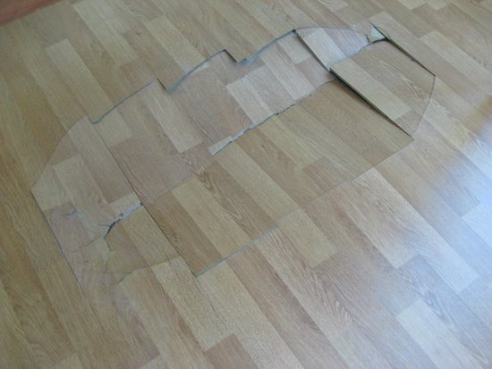 Senator Marbella Spa Hotel: Damaged floor in a common area