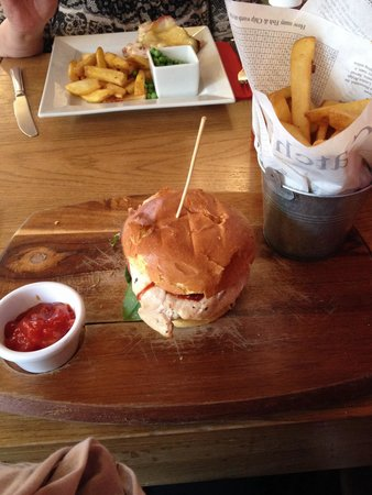 The Grapes: BBQ chicken burger with amazing chips