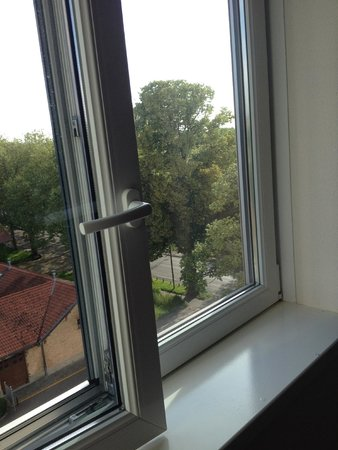 Novotel Bern Expo: vetri sporchi