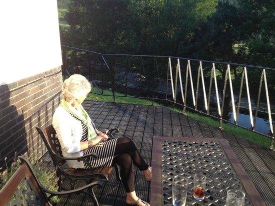 Bryn Howel Hotel: canal from side decking