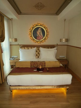 Hotel Sultania: Bed in Family Room