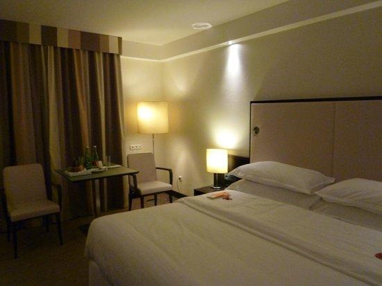 Sheraton Grand Salzburg: リニューアルされて気持ちのいいお部屋