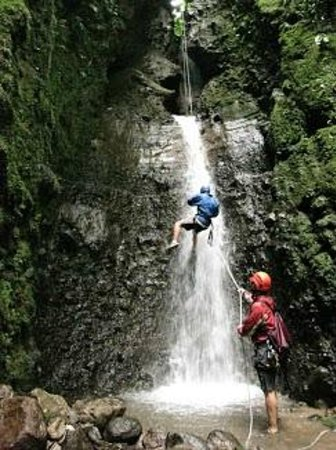 Pure Trek - Tours : rappelling the last waterfall
