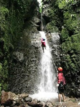 Pure Trek - Tours: rappelling the last waterfall