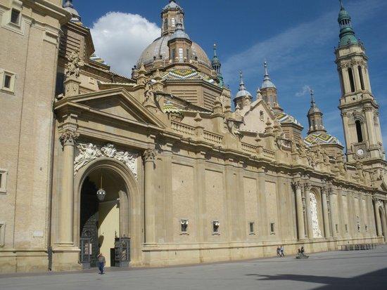 Basílica de Nuestra Señora del Pilar: La basílica