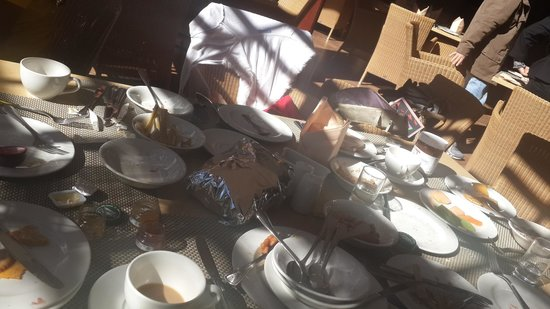 Soho Hotel: Breakfast table after asking them to clean it....