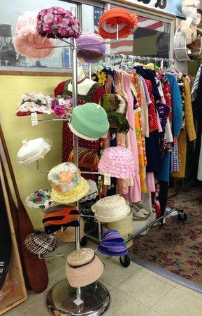 Granddaddy's Antique Mall : mom hats!